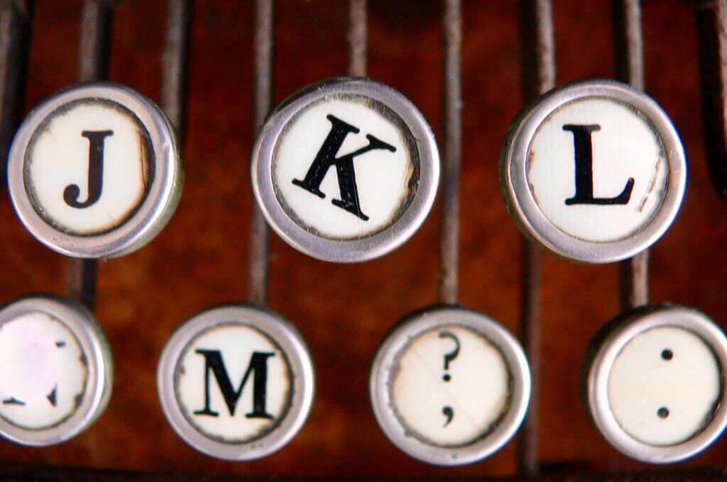zoomed in picture of old typewriter keys
